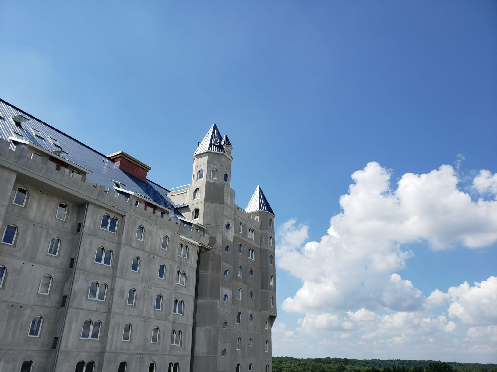 Grand Castle Apartments